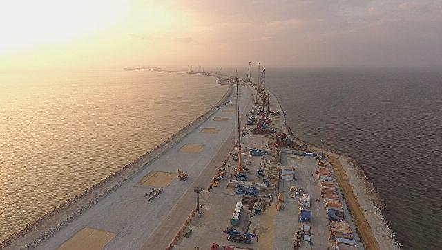 Рабочие настройке Керченского моста зарабатывают от9 тыс грн