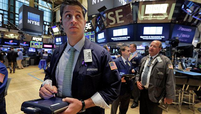 Трейдеры во время работы на Нью-Йоркской фондовой бирже