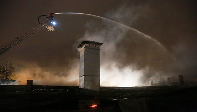 Тушение пожара в складском помещении в районе Гольяново на востоке Москвы