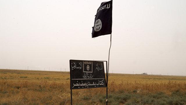 Флаг ИГ возле города Киркук, Ирак. Архивное фото