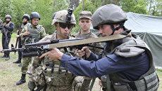 Американские и украинские военные во время учений во Львовской области