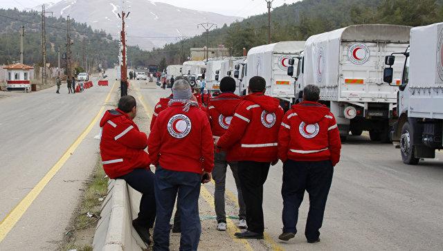 Грузовики с гуманитарной помощью возле города Мадая, возле Дамаска