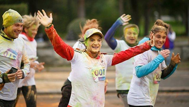 Двукратная олимпийская чемпионка в прыжках с шестом, член комиссии атлетов МОК Елена Исинбаева во время благотворительного красочного забега в Волгограде