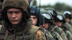 Военнослужащие после марш-броска на аэродром Дягилево во время учений ВДВ в Рязанской области. Архивное фото
