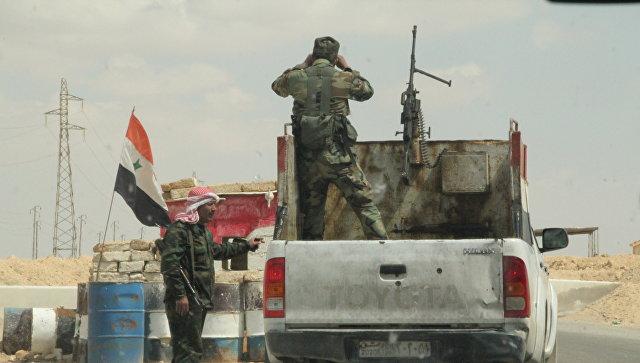 Блокпост сирийских военных по дороге в Ракку. Архивное фото