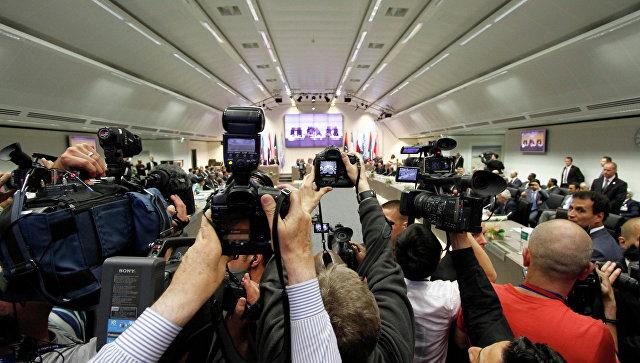 Пресса на заседании ОПЕК. Архивное фото