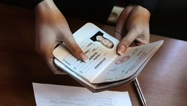Паспорта граждан Донецкой Народной Республики, которые начали выдавать в Донецке, архивное фото