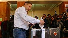 Глава самопровозглашенной Донецкой народной республики Александр Захарченко участвует в предварительном общественном голосовании. Архивное фото