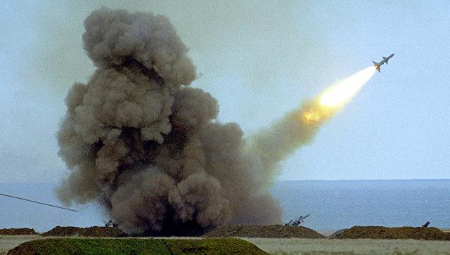 Пуск ракеты С-200 во время учений армии Украины. Архивное фото