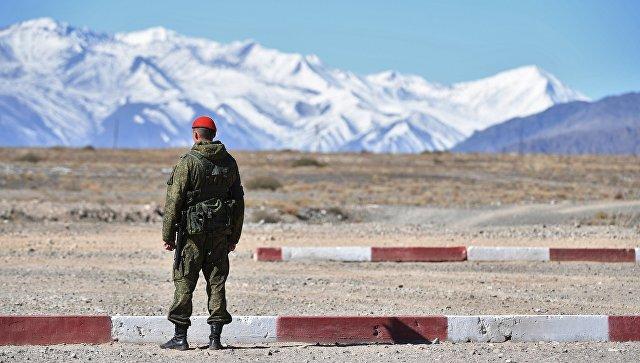 Военнослужащий во время тактических учений в Киргизии. Архивное фото