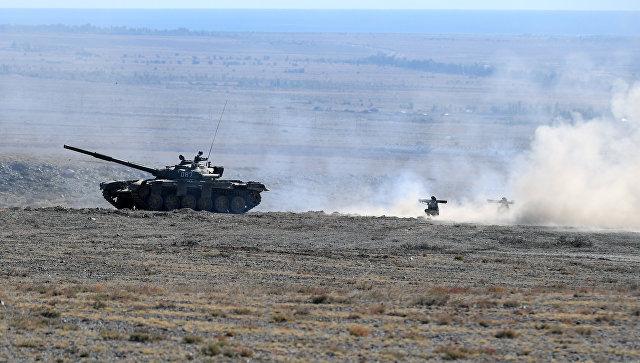Танк Т-80 во время совместных учений стран ОДКБ. Архивное фото