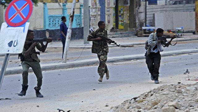 Неменее три человека погибли из-за подрыва террориста-смертника вСомали