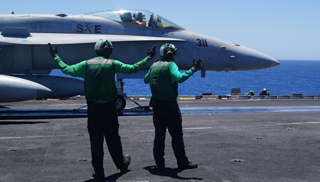 Истребитель F-18 ВМС США на палубе авианосца Гарри Трумэн в Средиземном море. Архивное фото