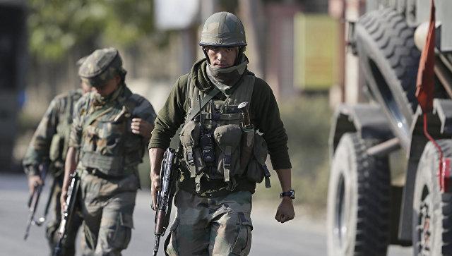 При взрыве в Кашмире погибли не менее четырех полицейских