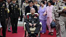 84-летний король Таиланда Пхумипон Адульядет во время поездки за пределы Бангкока. 2012 год. Архивное фото