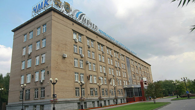Главный вход в здание заводоуправления ОАО ЧМК в Челябинске