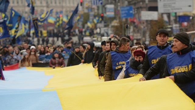 Сторонники патриотических организаций во время мероприятий, посвященных годовщине образования УПА