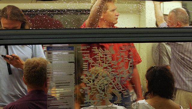 Пассажиры в вагоне метро