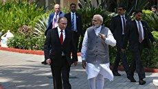 Президент РФ Владимир Путин и премьер-министр Республики Индия Нарендра Моди во время встречи в отеле Тадж Экзотик индийского штата Гоа