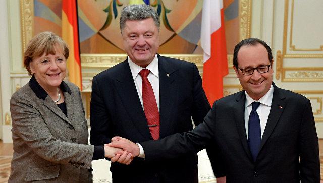 Президент Франции Франсуа Олланд (справа), президент Украины Петр Порошенко (в центре) и канцлер Германии Ангела Меркель. Архивное фото