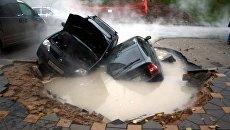 Провал грунта на проспекте Ленина в Самаре. 18 октября 2016