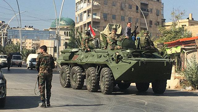 Агитационная бронемашина сирийской армии возле гуманитарного коридора Бустан аль-Каср в восточном Алеппо