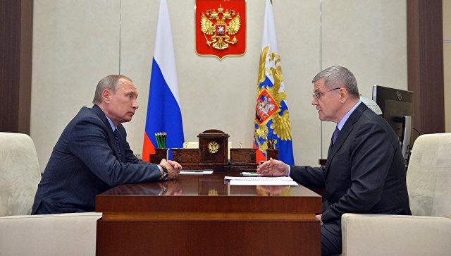 Чайка оповестил Путину, что против чиновников возбуждено 15 уголовных дел