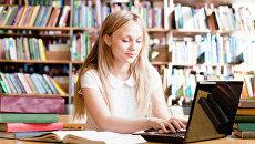 Студент за компьютером. Архивное фото