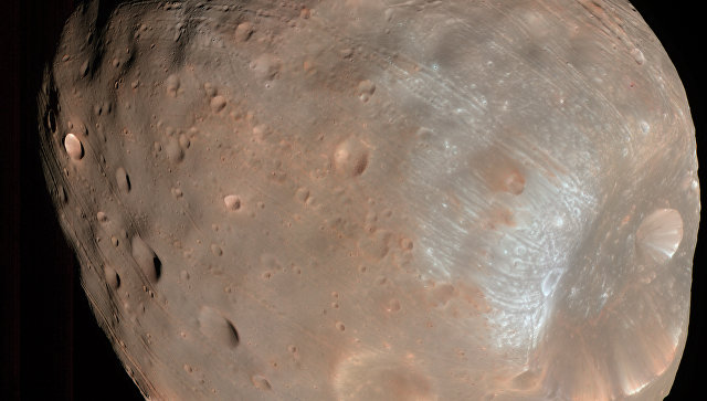 Космическому аппарату NASA грозило столкновение сФобосом