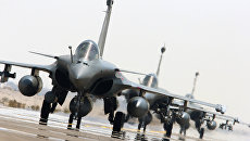 Самолеты Рафаль ВВС Франции направляются в Сирию для нанесения ударов с воздуха по позициям боевиков ИГ. Архивное фото