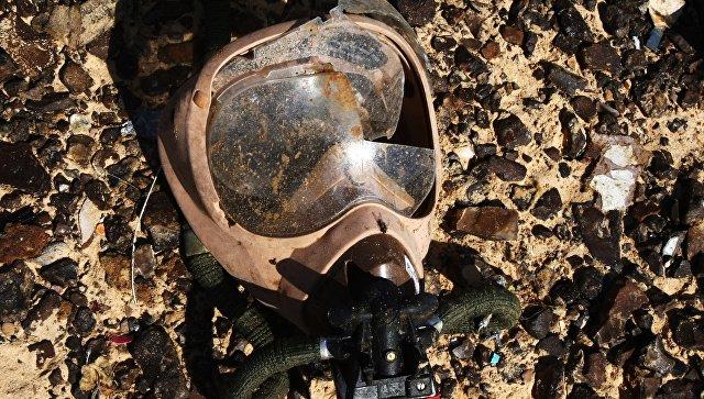 Кислородная маска на месте крушения самолета Airbus A321 авиакомпании Когалымавиа
