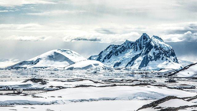 Льды в Антарктиде. Архивное фото