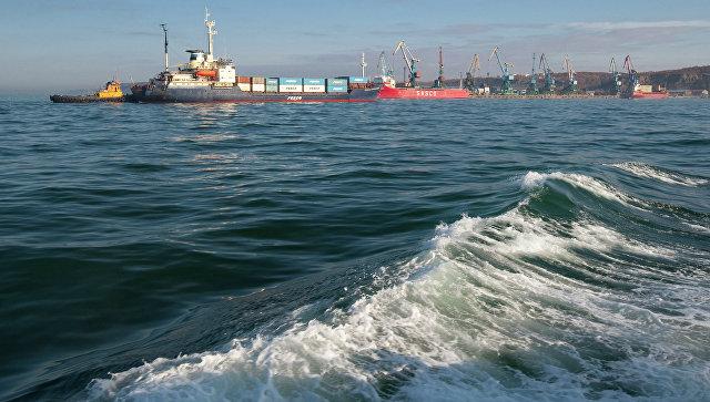 Танкер изВладивостока, потерявший ход вОхотском море, отбуксируют вКорсаков