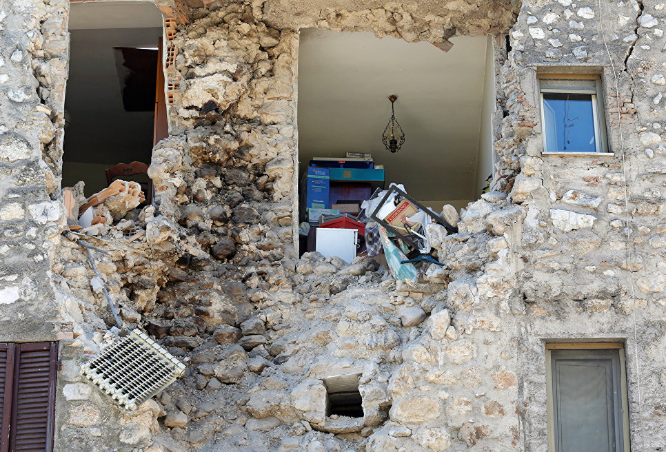 Последствия землетрясения. Норча, Италия