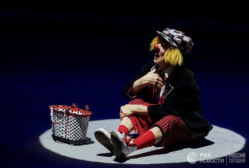 Артист цирка, клоун Олег Попов на премьере новой цирковой программы Пусть всегда будет солнце