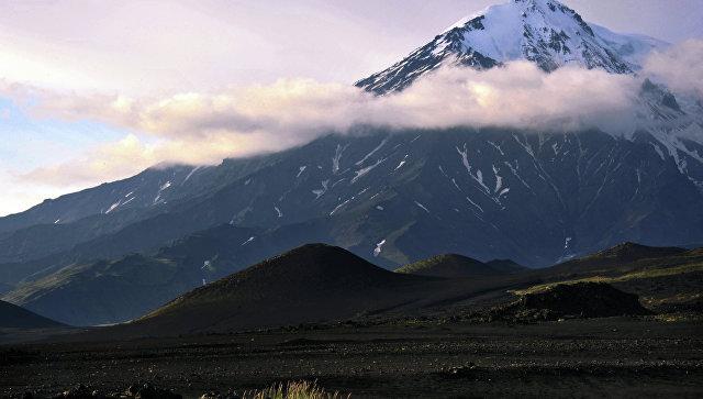 Работа вулканологов в районе БТТИ на Камчатке. Архивное фото