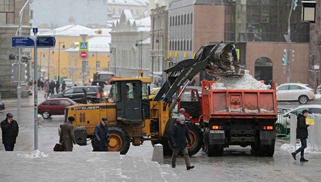 Столичные коммунальщики переведены вкруглосуточный режим работы из-за снегопадов