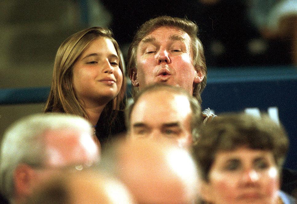 Дональд Трамп со своей дочерью Иванкой на теннисном турнире US Open в Нью-Йорке, США. 7 сентября 1994
