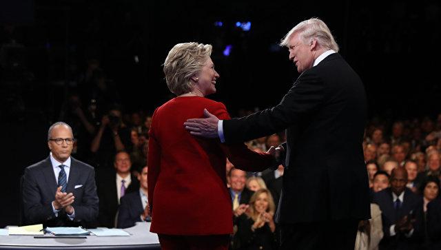 Хиллари Клинтон и Дональд Трамп во время дебатов. 26 сентября 2016 года