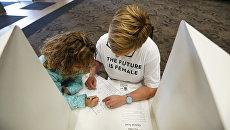 Работа избирательного участка в США, Архивное фото