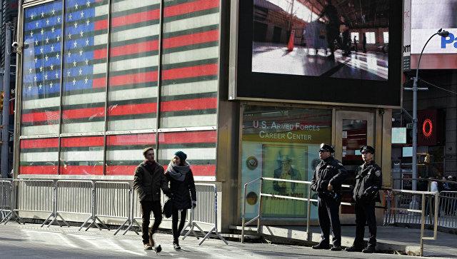 Полицейские на улице в Нью-Йорке, США. Архивное фото