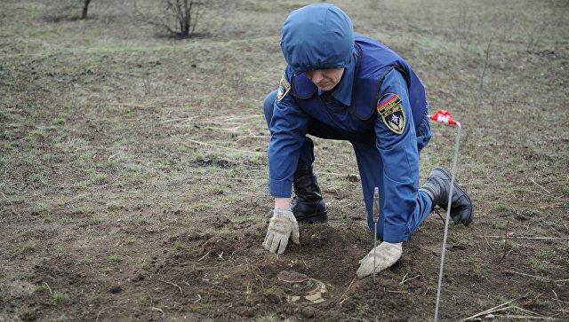 Учения МЧС ДНР по разминированию. Архивное фото