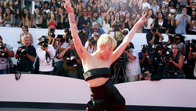 Певица Майли Сайрус на красной дорожке перед MTV Video Music Awards. Архивное фото