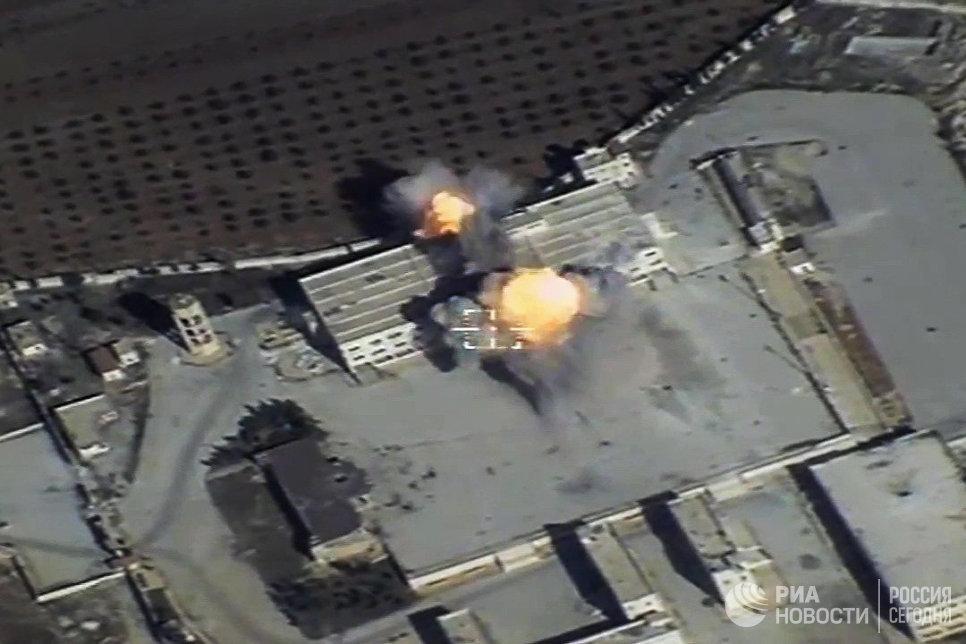 Уничтожение крылатой ракетой объекта незаконных вооруженных формирований на территории Сирии. 17 ноября 2016
