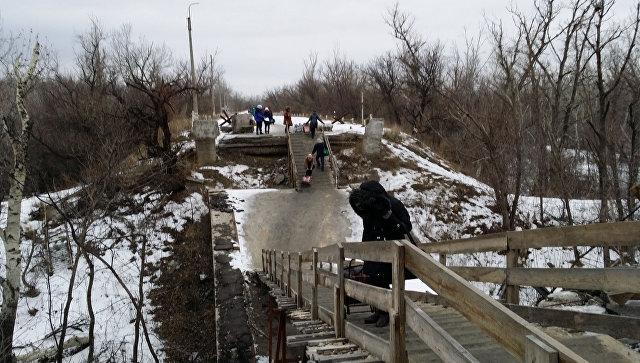 Пункт пропуска линия соприкосновения ЛНР Украина. Январь 2016