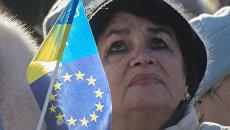 Участница акции сторонников евроинтеграции Украины Народное вече на площади Независимости в Киеве. Архивное фото