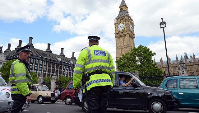 В здание парламента Великобритании доставили подозрительный пакет