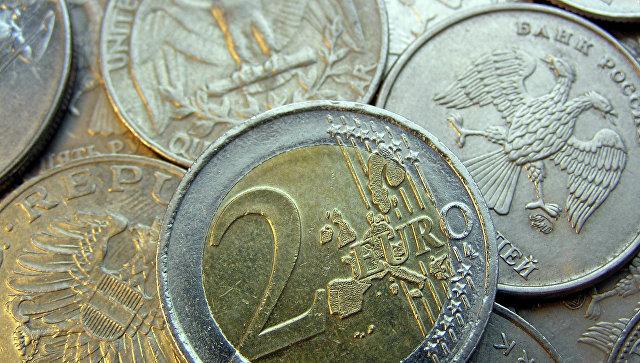 Монета, достоинством в 2 евро. Архивное фото