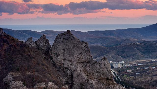 Горы в окрестностях села Солнечная долина в Крыму. Архивное фото