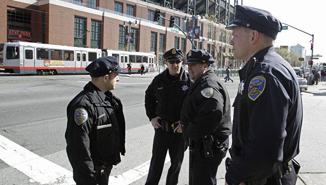 Сотрудники полиции на одной из улиц Сан-Франциско, США. Архивное фото
